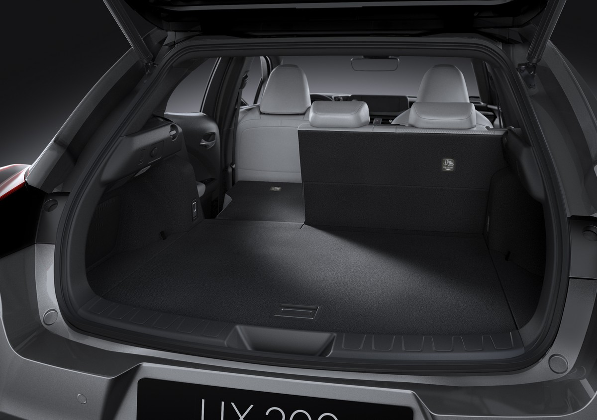 lexus ux dimensioni gt interni gt bagagliaio gt foto sgommoit